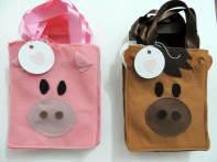 Lembrancinha-aniversário-fazendinha-sacolinha-de-feltro Idéias para festa Infantil com tema Fazendinha para meninos e meninas