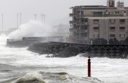 Теңіздегі тайфун