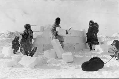 Домик из снега как называется. Дом иглу из снега и льда