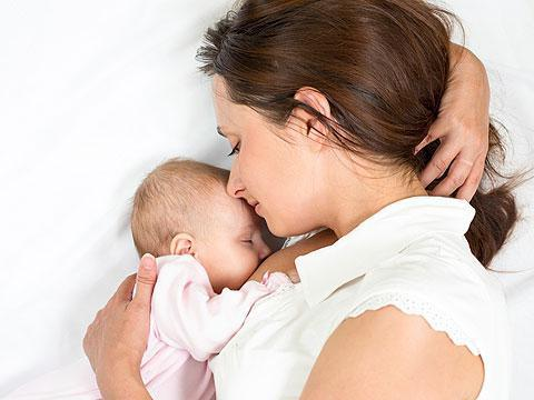 Аллергический ринит у кормящей мамы. Доступно и полезно о том, как и чем лечить простуду и насморк кормящей маме