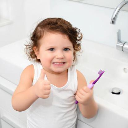 Quando e come spazzolare i denti di un bambino pulizia durante il