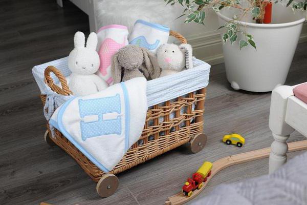 Почему новорожденный кряхтит, вздрагивает или плачет во сне. Новорожденный стонет во сне — повод для паники или норма? Ребенок стонет во сне причины комаровский