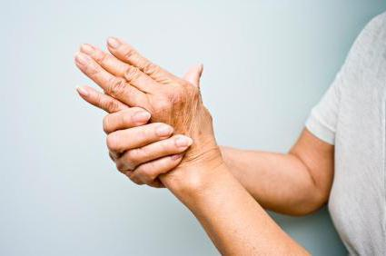 Почему трясутся руки у молодого человека