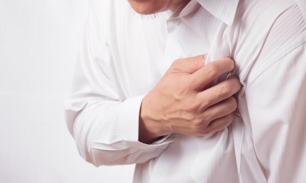 Тяжесть в области сердца и тяжело дышать