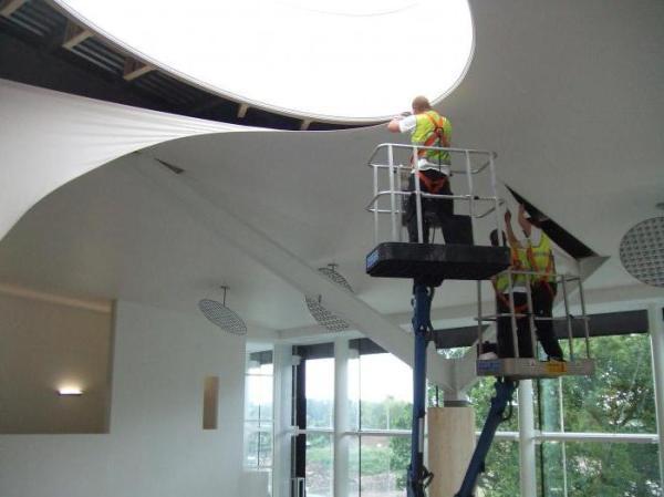 Сначала натяжной потолок или обои? Рекомендации строителей