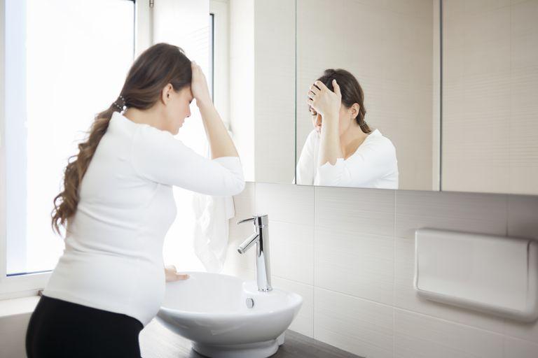 Головная боль, рвота, тошнота: причины и лечение