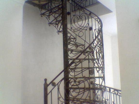 Винтовые лестницы для дома, дачи, ковка художественная