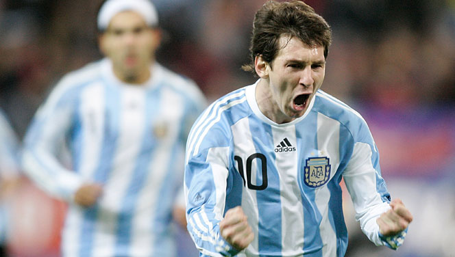 Messi on the mark as Argentina held by Paraguay 2-2 in Copa América debut