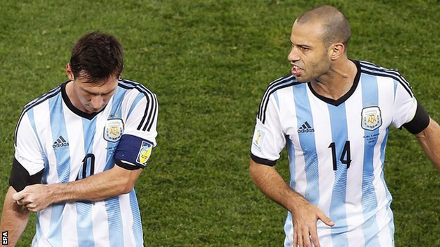 Messi and Mascherano edge closer to quarter-finals with narrow win over Uruguay
