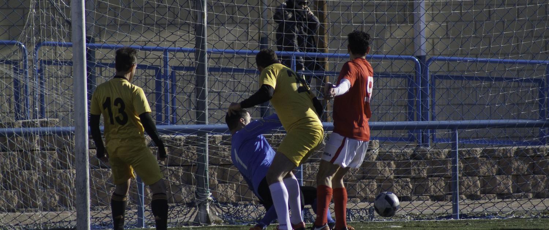 Luigi Bosetti Vega slots away his first goal against Chiquifru in the Liga Bunwer Apertura