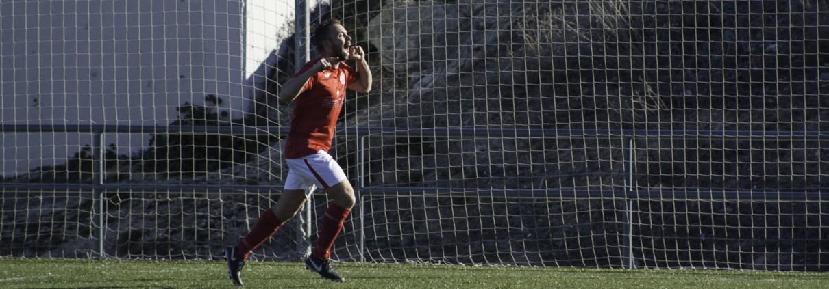 Joe Simmons celebrates scoring his second goal against AFEN Fraher in the Liga Bunwer Clausura 2-5 away victory