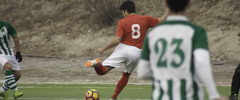 FC Británico de Madrid midfielder ViKante in action against Torrepista