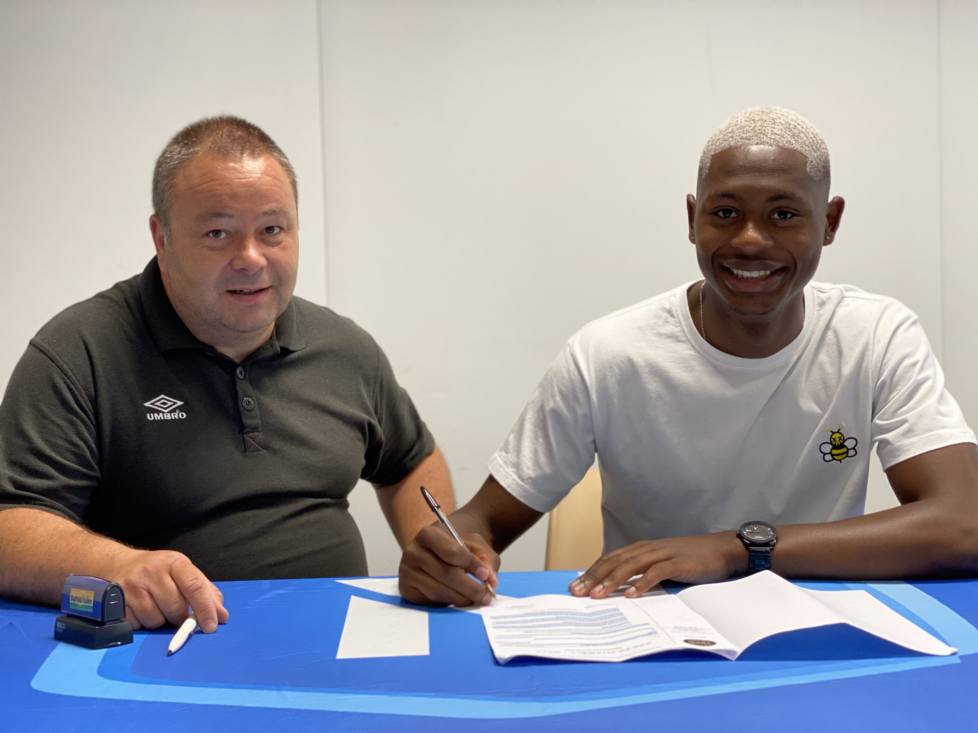 You are currently viewing Tony LESUEUR signe son premier contrat pro !