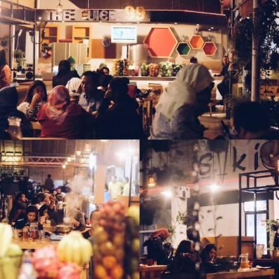 Food Court Soeroboyo, area untuk membangkitkan selera makan Anda.