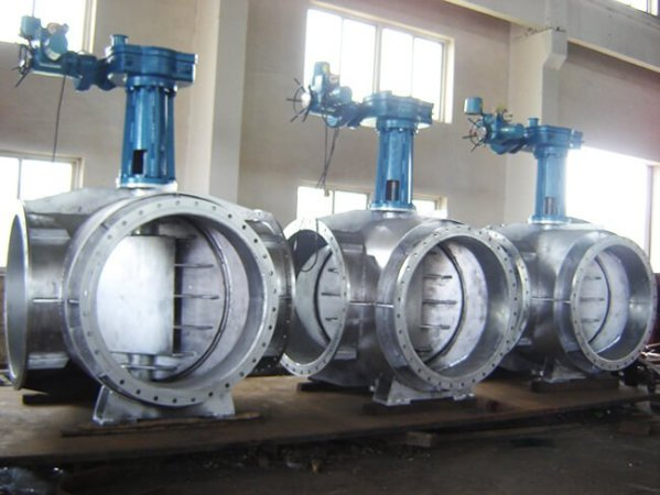 Photo of three seawater resistant four-way butterfly valves