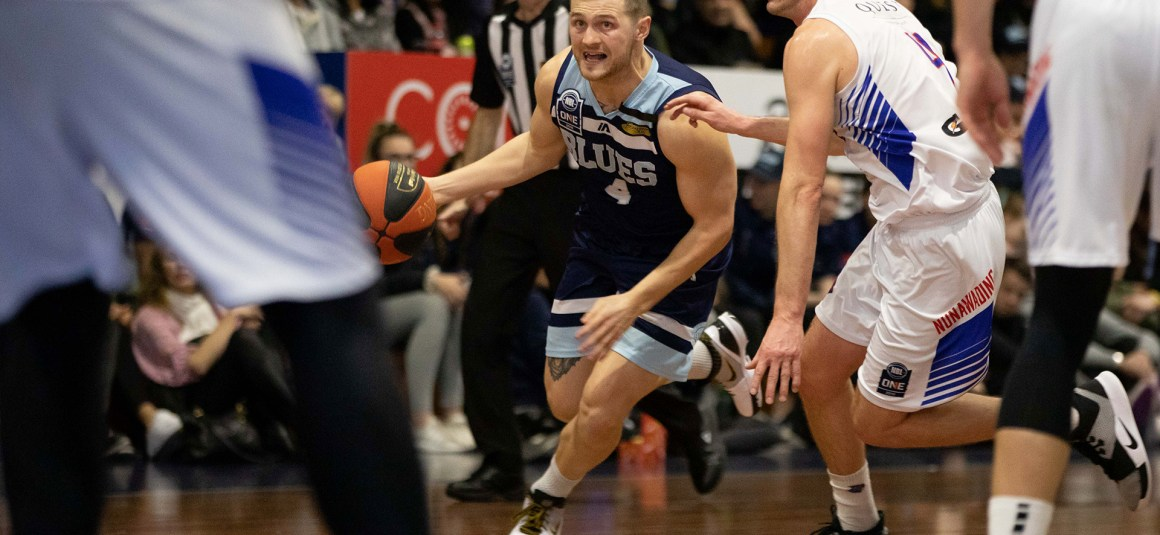 ALISTER MACDONALD RECOMMITS TO FRANKSTON BLUES