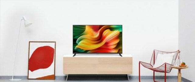 """Primul televizor Realme Smart are dimensiuni de 32 """"și 43"""" cu un preț impresionant de mic"""