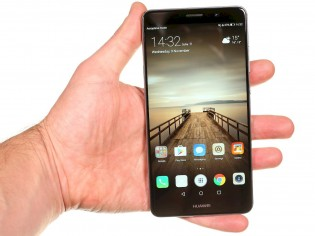 The vanilla Huawei Mate 9 was larger than the Pro - with a 16: 9 aspect ratio, even a 5.9
