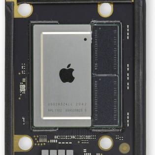 Perhatikan dua chip RAM tepat di sebelahnya