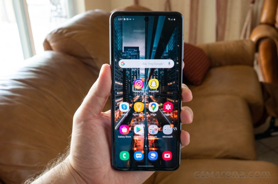 Next Galaxy Z Flip to sport 120Hz display and narrower frame says leakster