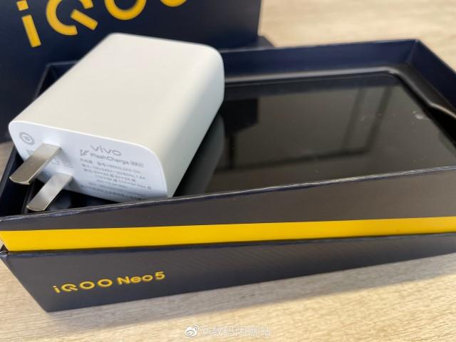 vivo iQOO Neo5 box and charger