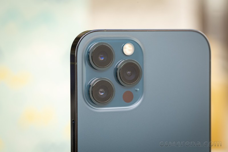 The iPhone 12 Pro Max has a 2.5x telephoto lens and a 5P fixed-focus ultra wide lens