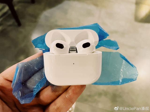 New AirPods 3 hands-on image