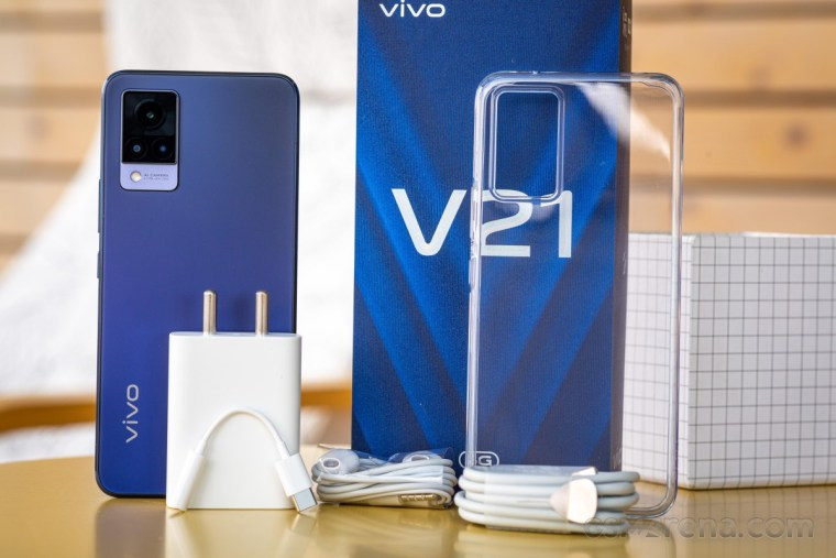The vivo V21 5G retail packe includes a 33W charger, USB-C to 3.5 mm adapter and headphones
