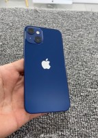 Prototipe mini iPhone 13 difoto dengan warna biru