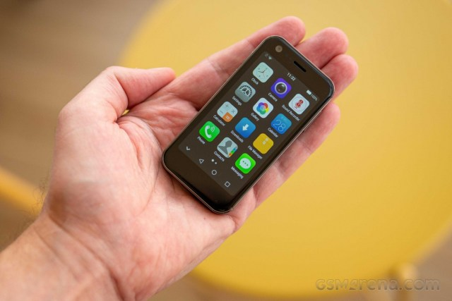 Mony Mist - The smallest 4G smartphone hands-on review