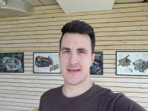 Selfies: Normal - f/2.0, ISO 125, 1/100s - Oneplus 7 review
