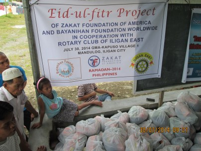 Bayanihan Foundation partners with the Zakat Foundation and the Rotary Club Iligan East to distribute food packages to need Filipino Muslim families in Iligan, Philippines