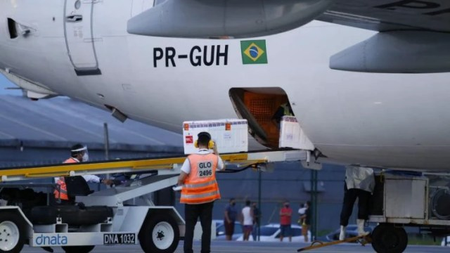 Ceará recebe novas doses da Coronavac e Astrazeneca e deve alavancar calendário