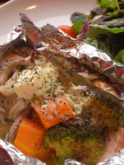 鮭と秋野菜のホイル焼き ハーブマヨネーズ風味
