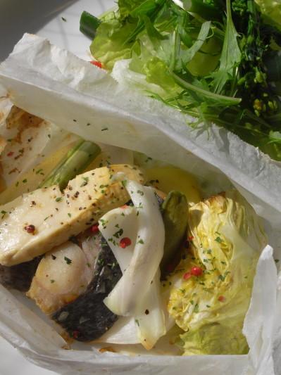 旬菜と白身魚の紙包焼