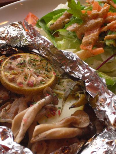 チキンと野菜のホイル蒸し焼き