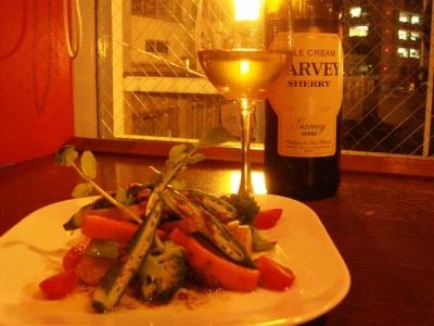 温野菜サラダとシェリー。