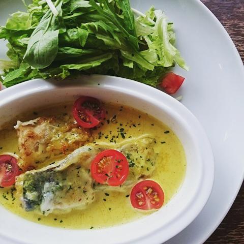 白身魚のレモン風味 カレークリームソース
