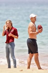 Brooklyn+Decker+wanders+down+beach+Hawaii+lw3Bq5Cnimll