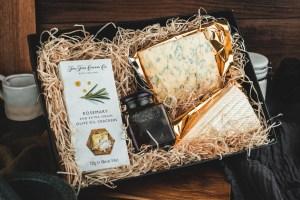 Cheese Lovers Gift Box - (2 x cheese, 1 x chutney and 1 x crackers)