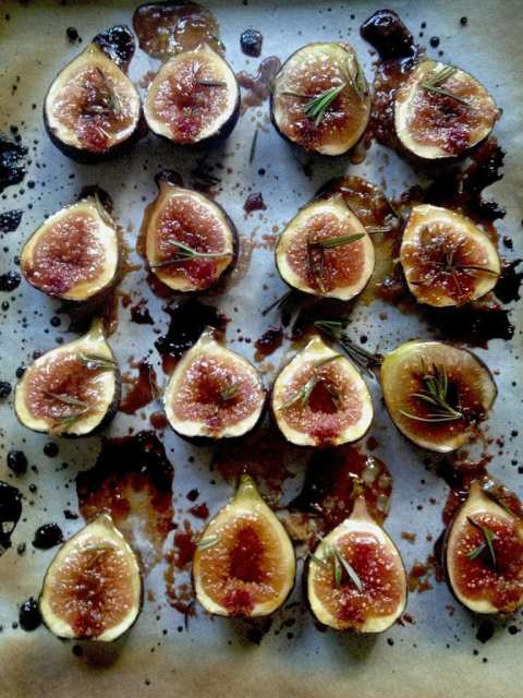 Delicious recipe for Roasted Fig Tart with Honey, Goat cheese and Mascarpone....using fresh figs, lightly roasted and caramelized in the oven. | www.feastingathome.com