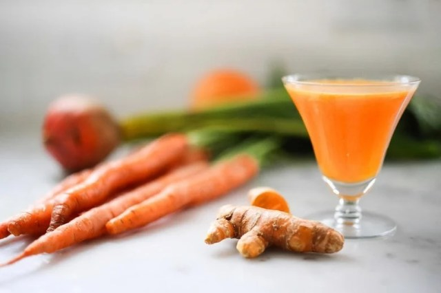 Turmeric Tonic | A fresh healthy juice made with fresh turmeric root, beets, apple and carrots to help detox and revitalize you! | www.feastingathome.com