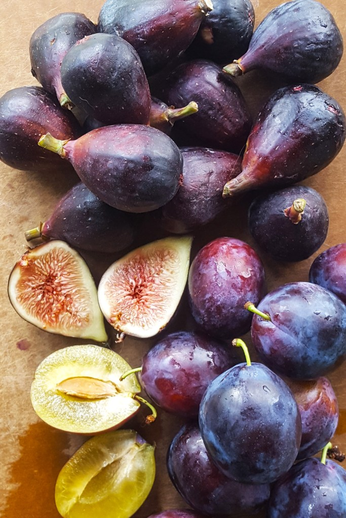 A pile of purple figs and plums.