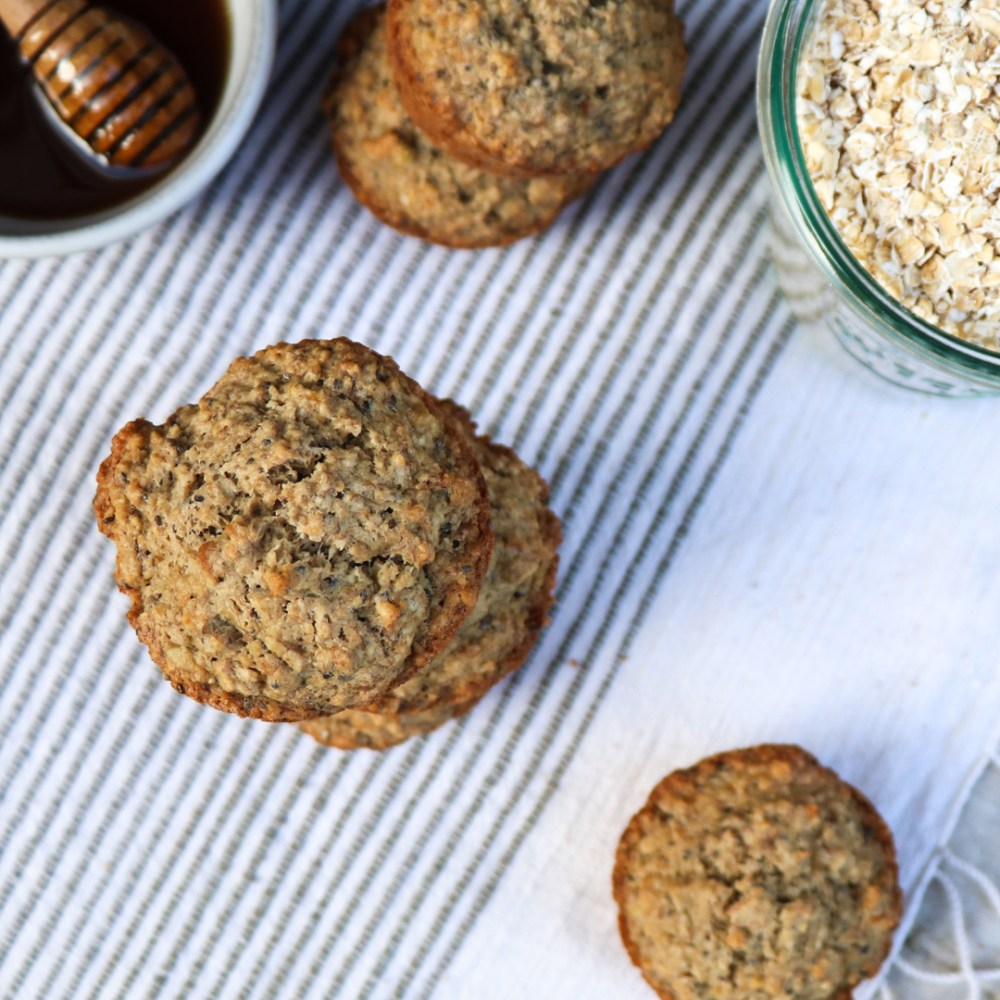 banana cardamom oatmeal muffins // feastofgreen.com