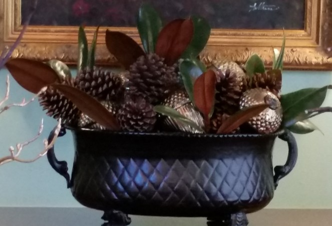 large-urn-with-gold-acorns