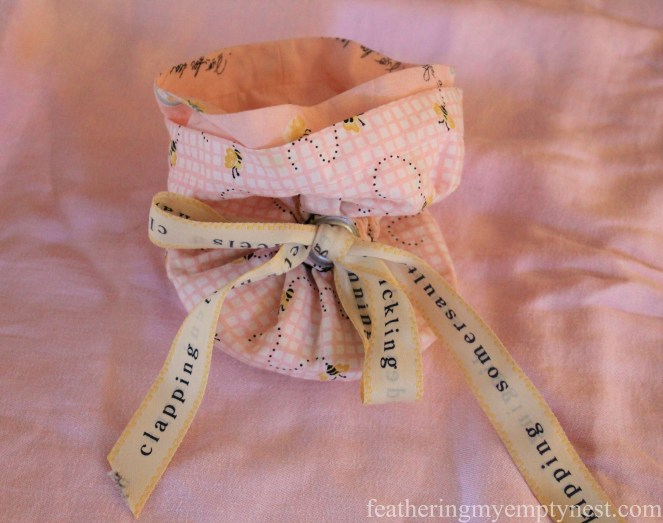 DIY fabric jewelry pouch --Valentines Ideas: Love Notes Through The Years