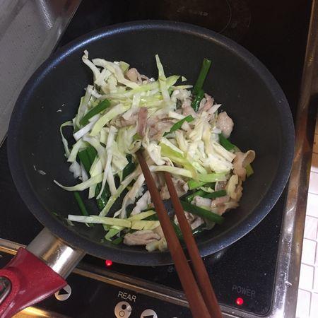 野菜と炒めます