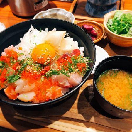 ぬる燗佐藤の海鮮バラちらし