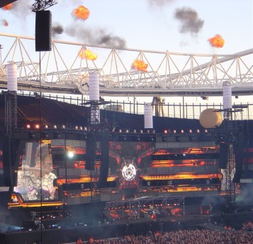 Muse - fire from the chimneys!