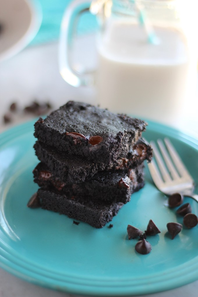 Top 10 Paleo Recipes of 2016 - Flourless Fudge Brownies | fedandfulfilled.com